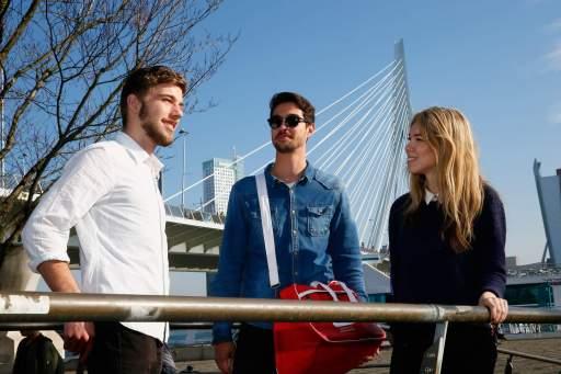 RBS student Erasmus Bridge 512x341 - Rotterdam University of Applied Sciences