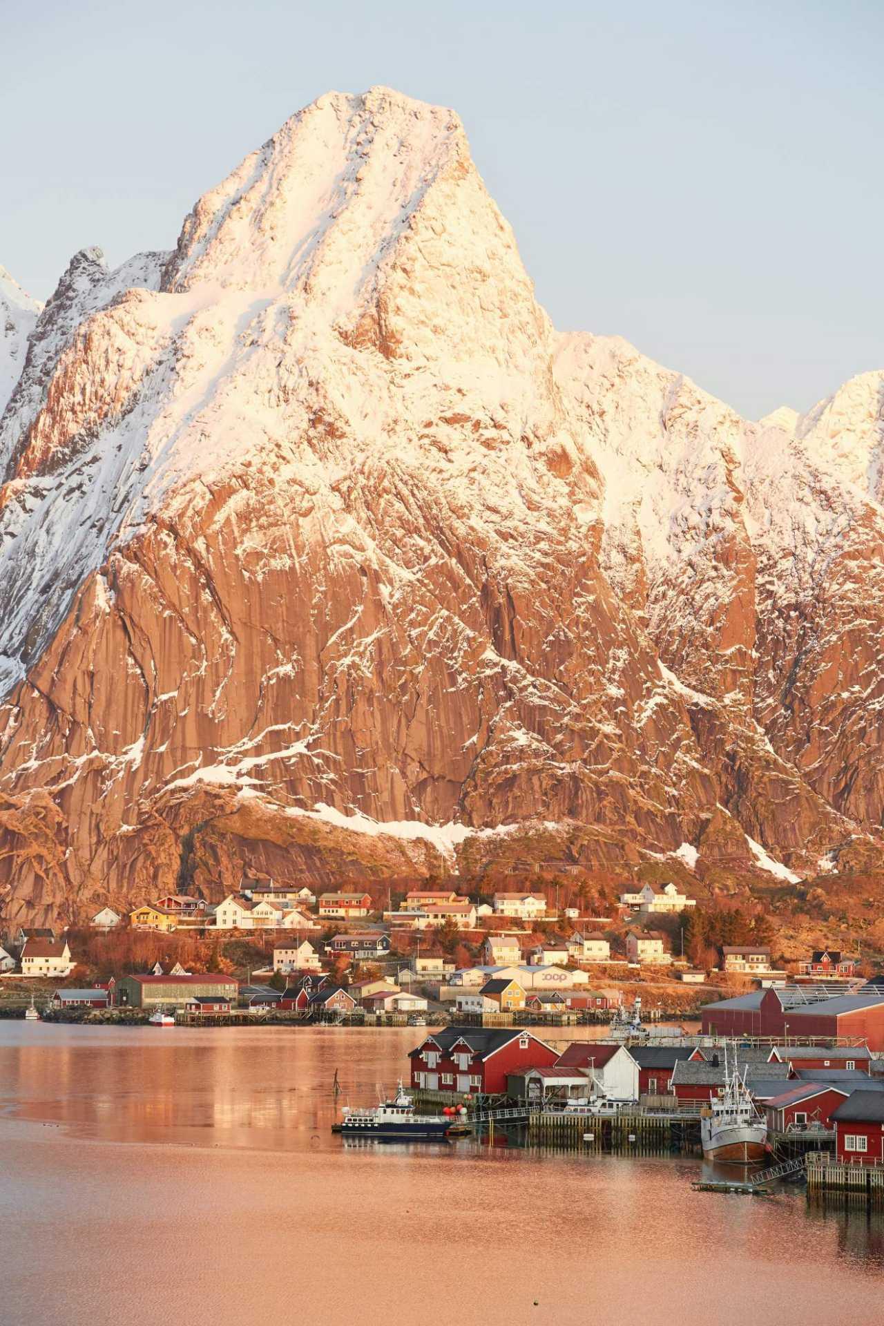 johny goerend q913abUzFCI unsplash - Studia w Norwegii